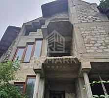 Se vinde Duplex, amplasat pe str. Gh. Asachi, 3 ari! Imobilul are o ..