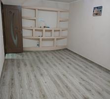Продаю 2-комнатную квартиру по ул. Маяковского 42, с ремонтом.