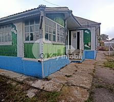 Se oferă spre vânzare casă în localitatea Peresecina. Construită ...