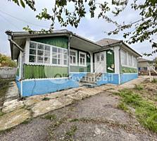 Spre vânzare casă în Peresecina, prima linie. Suprafața totală a ...