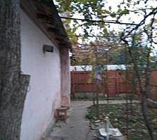 Каменный коттедж, 3-комнаты, удобства, гараж. Отдельные вход, двор.