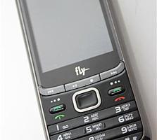 Легендарный мобильный телефон на 3 Sim-карты Fly TS100.