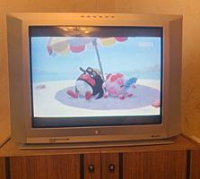 Продаю телевизор LG в отличном состоянии недорого. Диагональ 71 см.