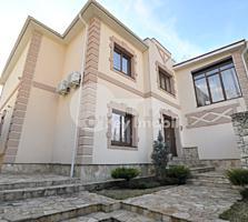 Se oferă spre vânzare casă de lux în zonă rezidențială a ...