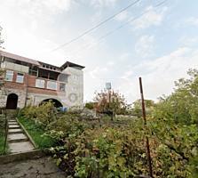 Vă propunem spre vânzare casă amplasată în Codru. Terenul adiacent ...