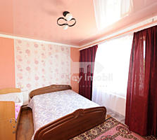 Se oferă spre vânzare casă construită din cotileț amplasată în ...