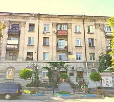 Spre vinzare se ofera apartament spatios cu 3 odai in Centru, ...