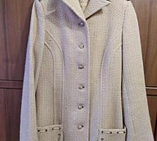 Продам женское пальто в отличном состоянии