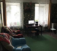 Продаётся пол дома на Кировском. Дом требует ремонта, и пристройки