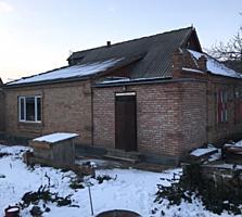 Общая площадь дома 80кв. м. Участок 6 соток, гараж, подготовлен к рем.