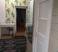 Квартира на земле, 3 комнаты, кухня, удобства. Центр, ул. Пушкина.