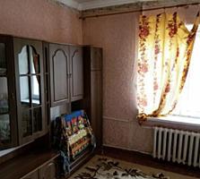 Комната в общежитии с ремонтом и мебелью в центре.