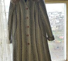Новое зимнее пальто 58 р. с натуральным мехом.