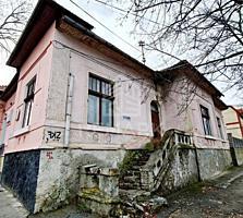 Se vinde apartament la sol, amplasat în centrul Capitalei, pe str. ...