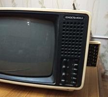 Продам маленький переносной телевизор.