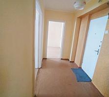 "Продам 2 комнатную ""чешку"", 1/5, балкон. 51/29/8 кв. м."