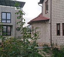 Новый 2-этажный дом в Стэучень, 240 м2 / 6,5 соток