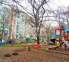 Se oferă spre vânzare apartament cu 3 camere în sectorul Botanica. ...