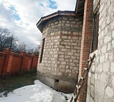 Большой недостроенный дом. На Борисовке.