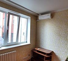 Продается комната в общежитие в Центре у Парка Победы