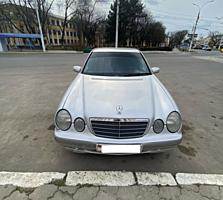 Продам Mercedes E220