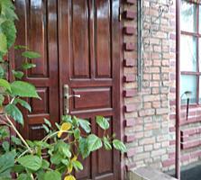 Дом кирпичный центр Б. Хутора, все удобства 2 гаража, 10 сот., торг.