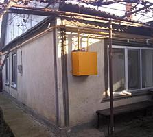 Продам полдома в Бендерах, 2 комнаты, отдельно кухня, санузел, подвал