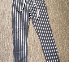 Стильные полосатые брюки