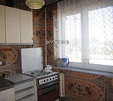 3 комнатная 50 кв. м. 3/5 Кировский Север с ремонтом и мебелью