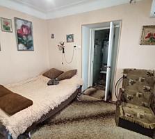 Продаётся 5 комнатный дом на два входа на две семьи.