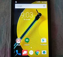 Смартфон Motorola Moto E2 новый и смартфон LG Optimus Zone 3