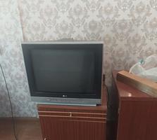 Продам телевизор LG, диагональ 51см. цена 400 руб.