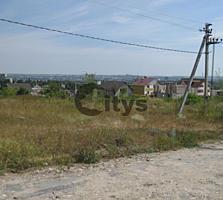 Vînd. Tipul lotului: De construcție. Suprafața terenului: 6 ar. ...
