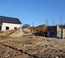 Vînd. Tipul lotului: De construcție. Suprafața terenului: 4 ar. ...
