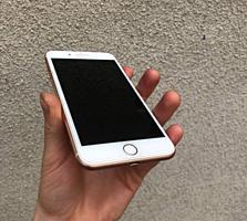 Продам iPhone 8+ в отличном состоянии