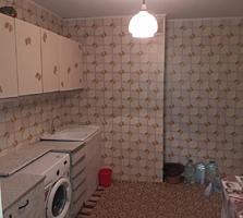 Продам трехкомнатную квартиру Комрат центр