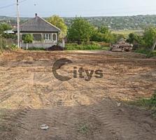 Vînd. Tipul lotului: De construcție. Suprafața terenului: 6 ari. ...