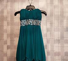 Продам НОВОЕ зеленое платье Для праздника