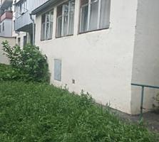Продается 2-комнатная квартира на 1 эт. 5-эт. дома с балконом