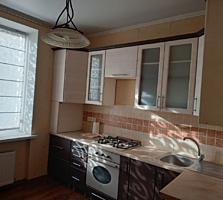 Spre vinzare apartament cu 3 odai amplasat in secotrul Buiucani! ...