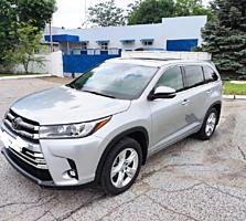 Продаю Toyota Highlander.