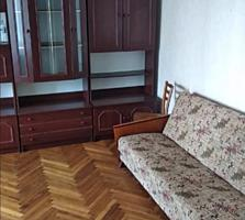 Se vinde apartament cu 2 odai in sectorul Botanica. Seria 143. ...