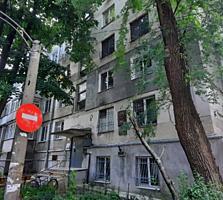 Se vinde apartament spatios in sectorul Riscani. Suprafata totala ...
