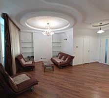 Самый центр Кишинева, Александри угол 31 августа, 125 кв. м., терраса.
