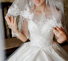 Продам свадебное платье со смокингом!!!!