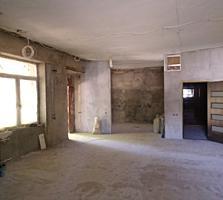 Продаётся большая квартира на Шёлковом