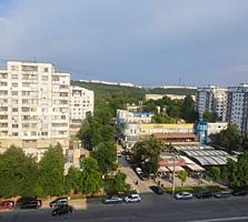 Spre vinzare se propune apartament spatios in dectorul Riscani. ...