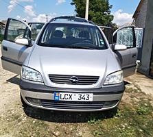 Opel Zafira anul 2000