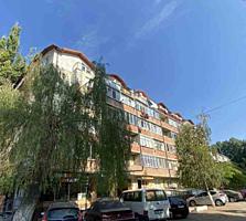 Spre vinzare apartament cu 2 odai + living in sect. Botanica, str. ...