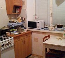 3 комнатная 1/5- очень высокий цоколь Кировский верхний малогабаритка